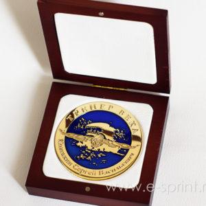 деревянный футляр для медали