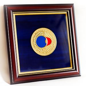 Медаль подарочная в багетной рамке