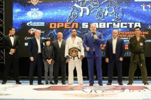 награждение поясом чемпиона